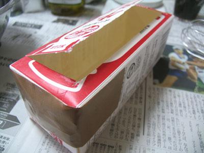 石けん型には、牛乳パックを使います