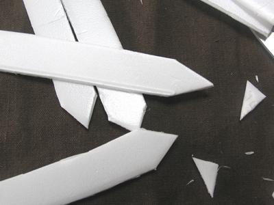 土に挿しやすいように、先端を三角に切り落します