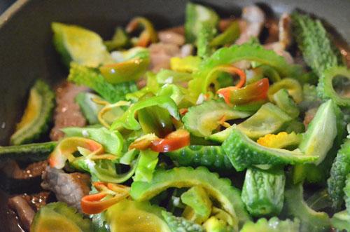 豚肉とゴーヤのナンプラー炒め、プラス神楽南蛮