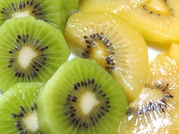 香川県産キウイ、緑色の「香緑」と、黄色の「さぬきゴールド」